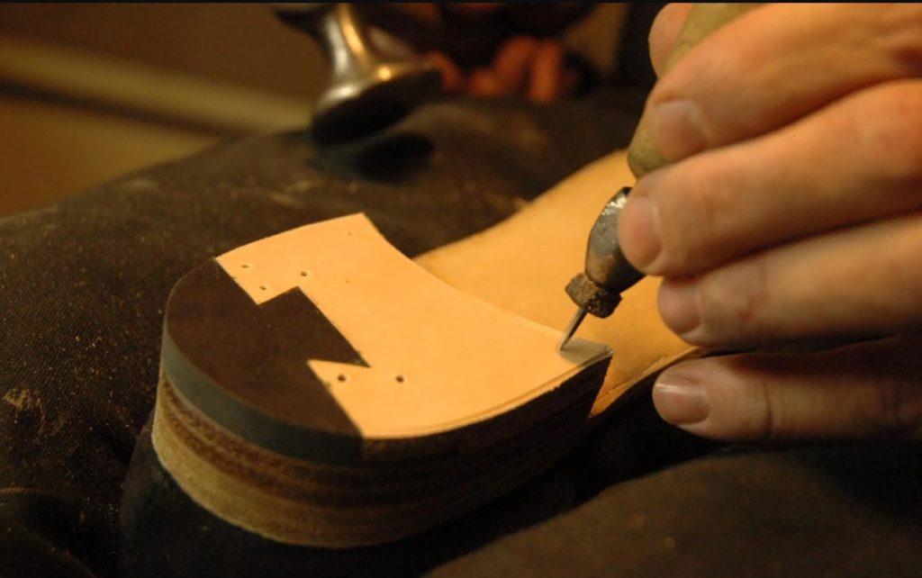 мастер по изготовлению обуви