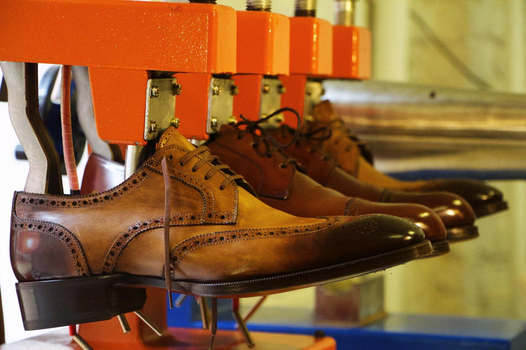 Растяжка кожаной обуви в Мастерской