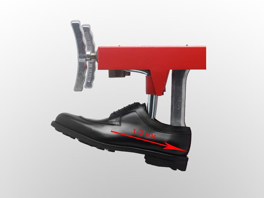 Растяжка обуви в мастерской